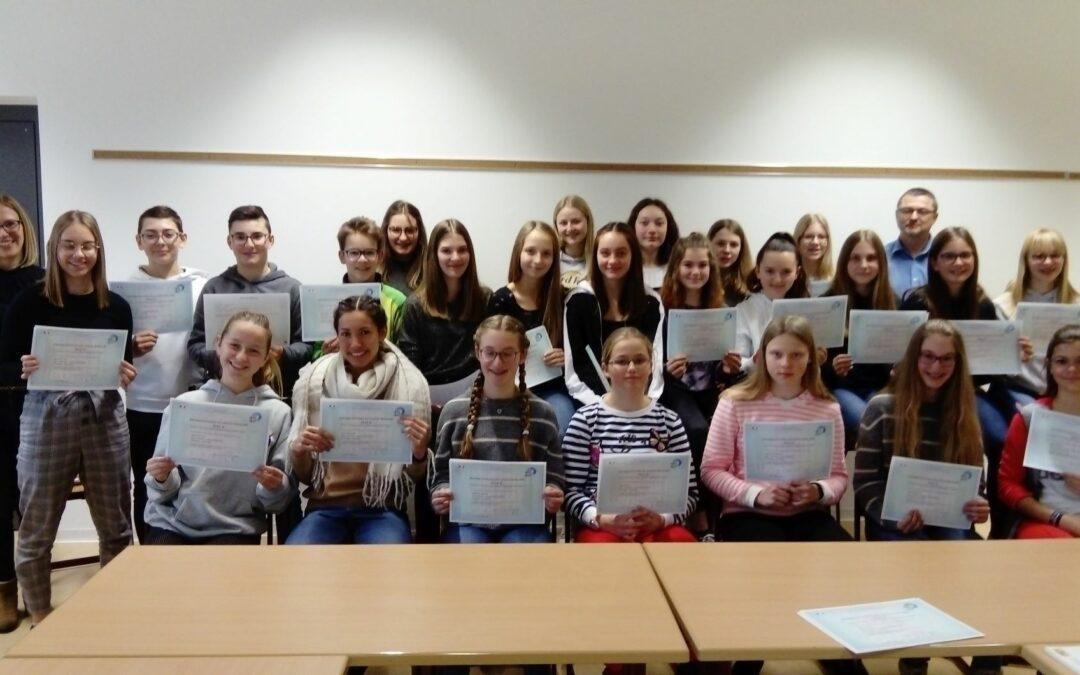 Französisch-Diplome erhalten