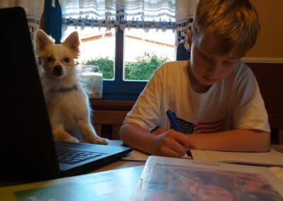 Leo Rabenbauer 5c mit Hund Phoebe
